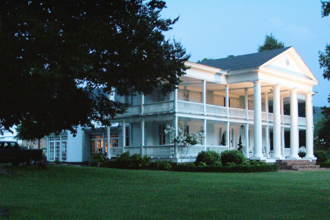 Antebellum Winston Place B&B located at the base of Lookout Mountain in Alabama.