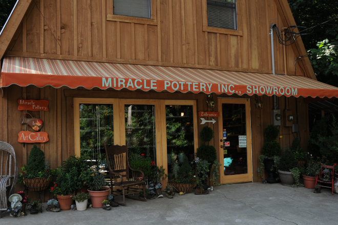 Miracle Pottery Showroom on Lookout Mountain in Alabama